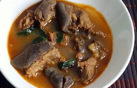 Goat meat pepper soup | Gepeperde geitensoep