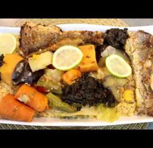 Thiebou Diene Van Kabeljauw (Gepocheerde Vismoten Met Rijst En Groentesaus)
